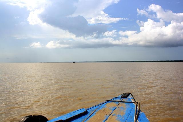 アマゾン川が逆流する現象「ポロロッカ」はなぜ起こる?名物サーフィン大会も